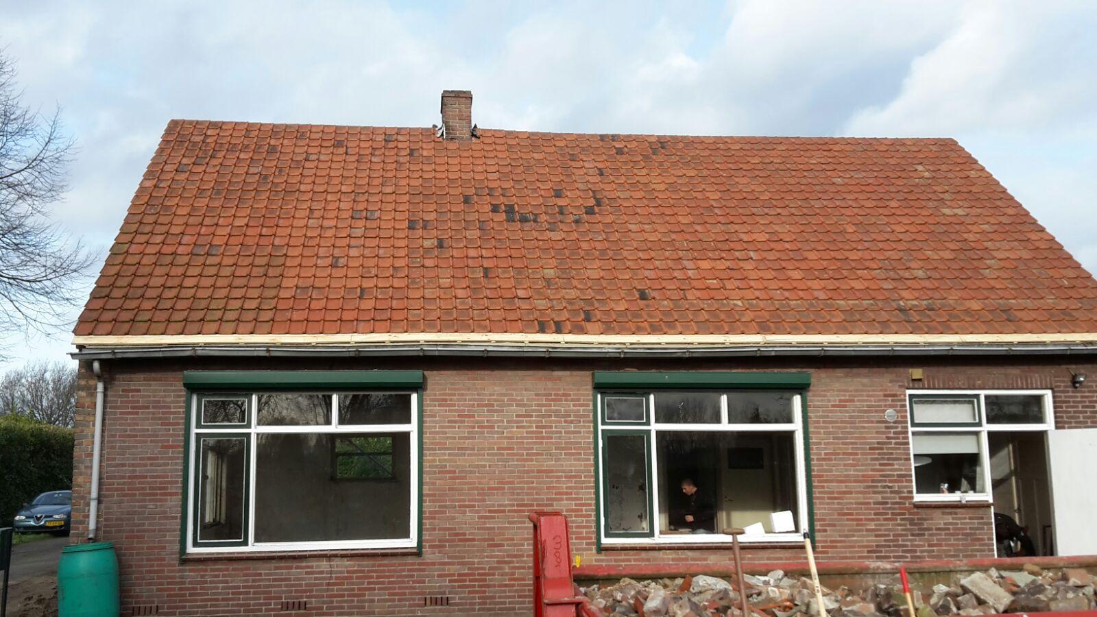 Geheel nieuw dak van dakpannen geplaatst